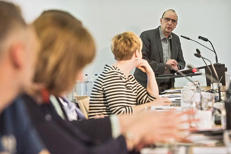 Nach einer persönlichen Rede stellte sich der Landesvorsitzende Frank Stach der Diskussion mit den Mitgliedern. | Foto: Arne Pöhnert